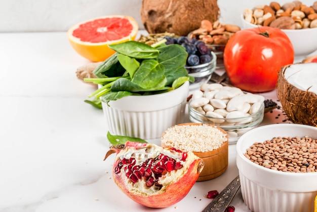 Conjunto de alimentos orgánicos de dieta saludable, superalimentos Foto Premium