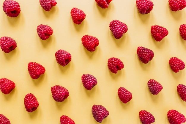 Conjunto de deliciosas frambuesas Foto gratis