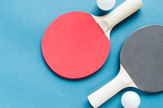 Conjunto de equipos de tenis de mesa. Foto gratis