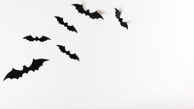 Conjunto de murciélagos de papel Foto gratis