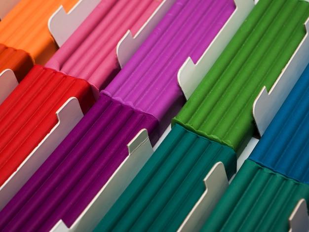 Conjunto de plastilina de colores. pieza de arcilla de modelado de arco iris para juego de niños y creatividad. Foto Premium