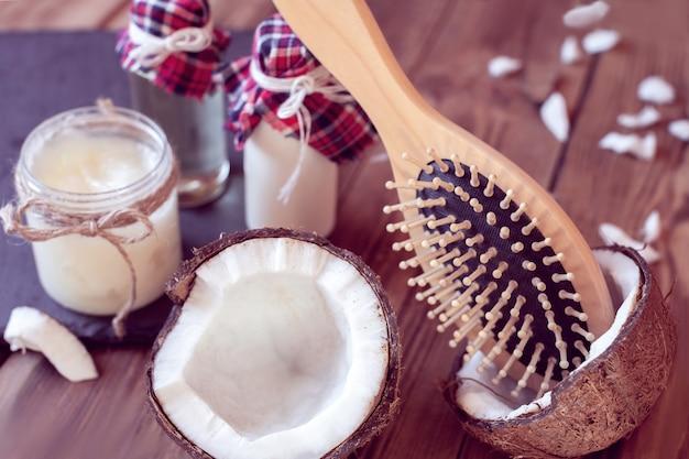 Conjunto de productos de coco para el cuidado del cabello. Foto Premium