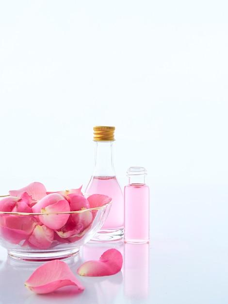 Conjunto de spa natural de popurrí de velas aromáticas y rosas Foto Premium