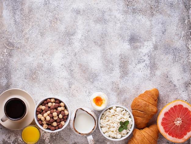 Conjunto de varios desayunos saludables Foto Premium
