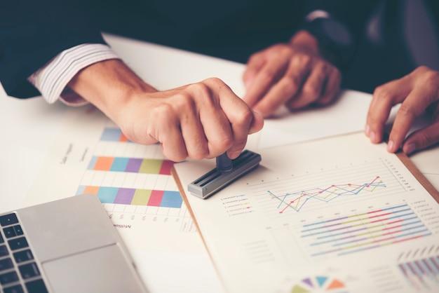 Consulta de empresarios. para el exito empresarial Foto Premium