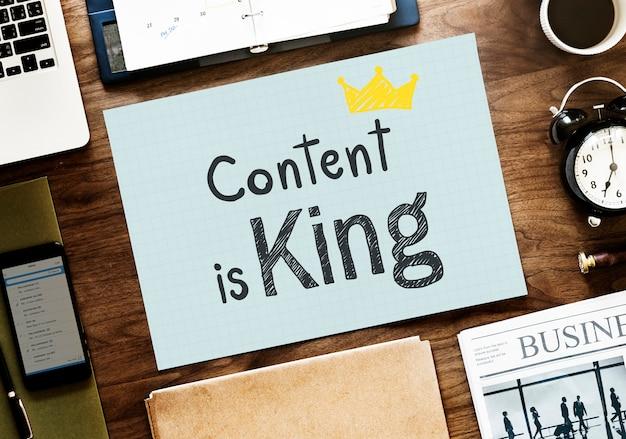 El contenido es rey escrito en un papel Foto Premium