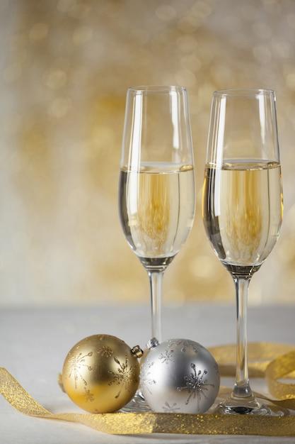 Copas con champagne y regalos de fondo descargar fotos for Copas para champagne