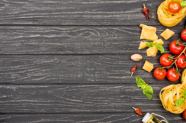 Copia espacio ingredientes para comida italiana Foto gratis