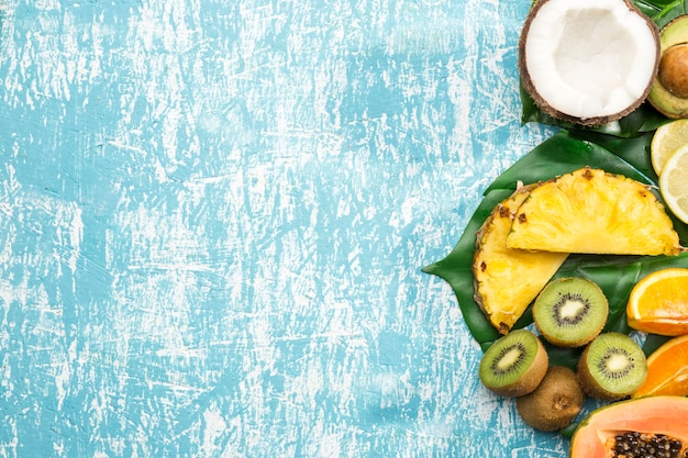 Copie el fondo del espacio con frutas exóticas Foto gratis
