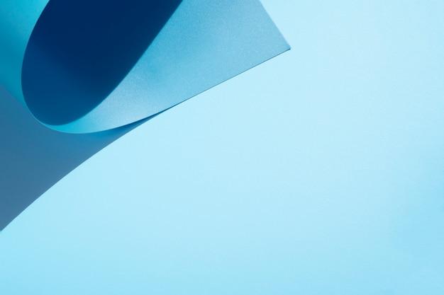 Copie el fondo del espacio y las hojas de papel curvadas Foto gratis