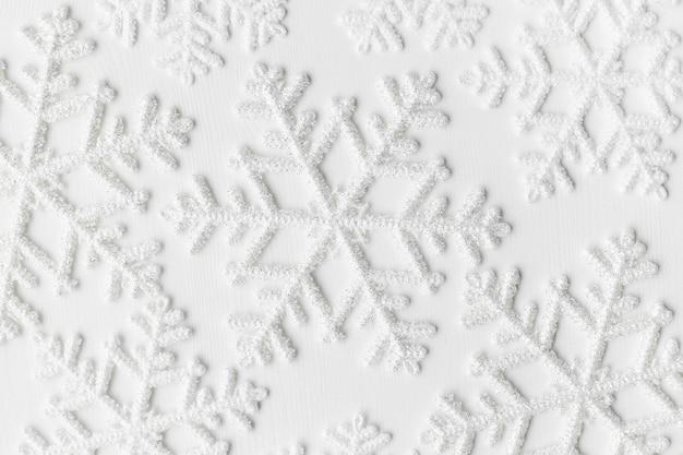 Copos de nieve sobre superficie blanca Foto gratis