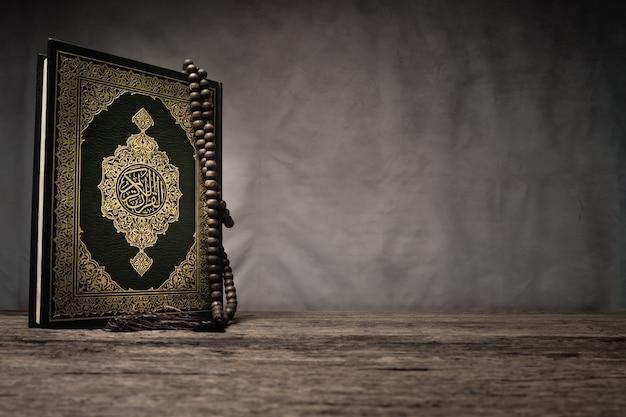 Corán - libro sagrado de los musulmanes Foto Premium