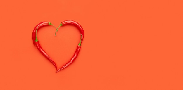 Corazón de pimientos, pop art, día de san valentín Foto Premium