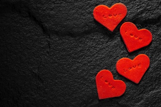 Corazón Rojo Escrito Palabras De Amor Colocadas En Suelo De Piedra