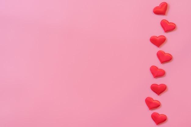 Corazón Rojo Sobre Fondo De Color Rosa Pastel Con Espacio
