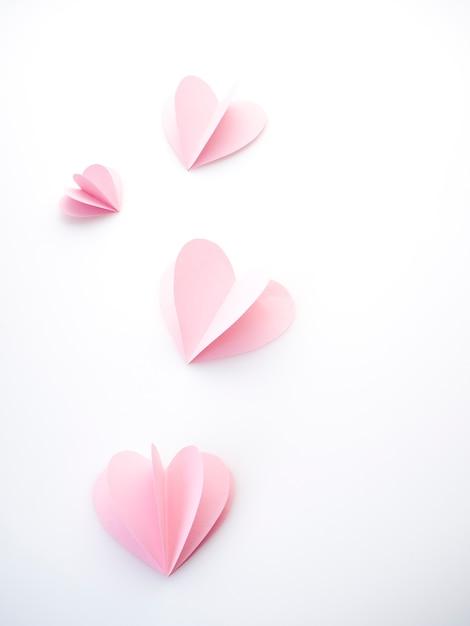 Corazones de papel rosa amor creativo Foto Premium