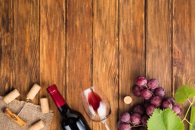 Corchos de vino de botellas de bebidas. Foto gratis