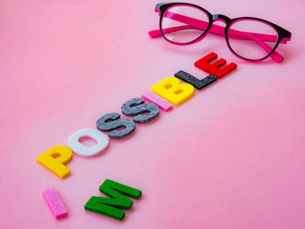 Corta la palabra imposible a posible. alfabeto i, m siendo cortado. cambiar el concepto
