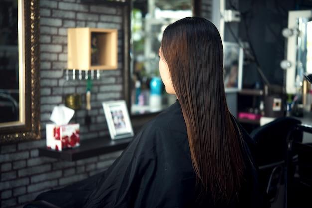 Corte de pelo de las mujeres hermosas Foto gratis