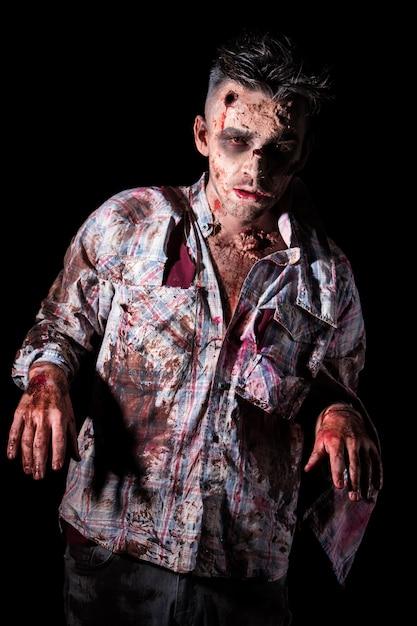 Cosplay de zombie aterrador Foto gratis