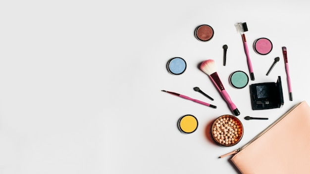 Fashion Beauty Name Ideas: Creativa Composición De Cosméticas Con Espacio A La
