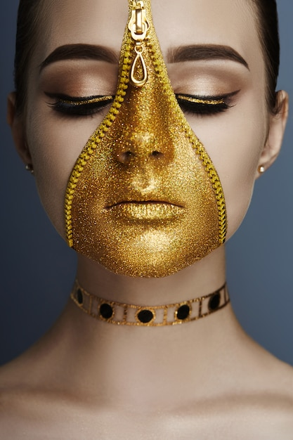 Cremallera creativa maquillaje cara niña color dorado cremallera Foto Premium