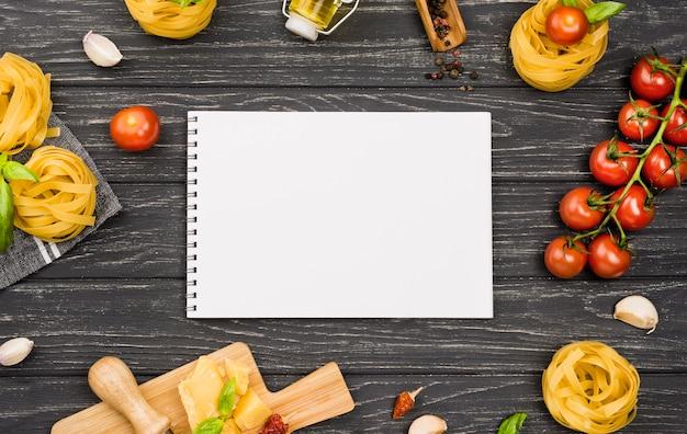 Cuaderno ingredientes para comida italiana Foto gratis