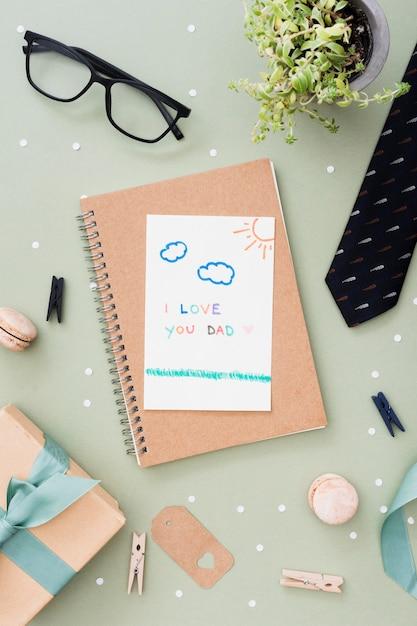 Cuaderno con mensaje para el dia del padre Foto gratis