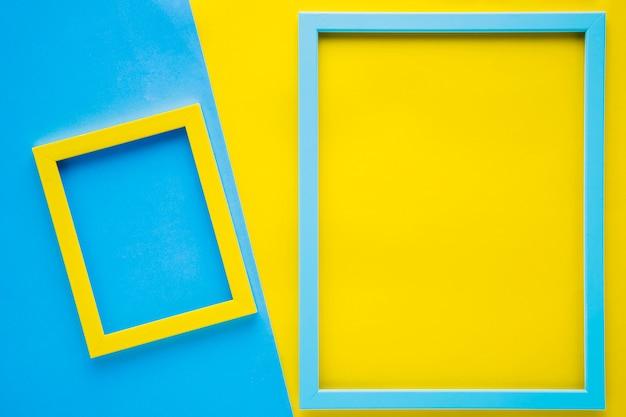 Cuadros vacíos minimalistas con fondo bicolor. Foto gratis