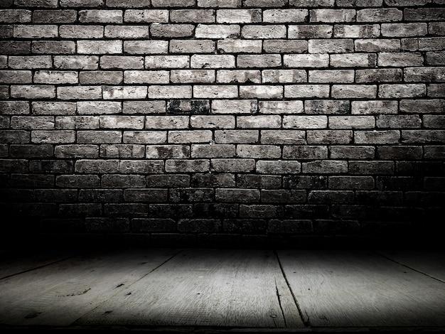 Cuarto oscuro con piso de madera y fondo de pared de ladrillo ...