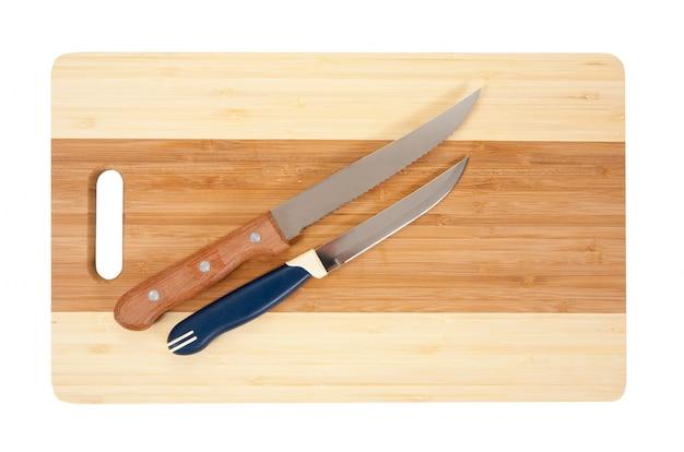 Cuchillos sobre la tabla de cortar Foto gratis