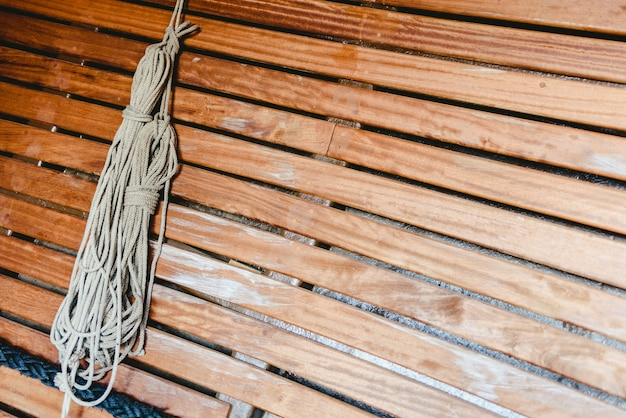 Cuerdas de barco anudadas para sostener velas. Foto Premium