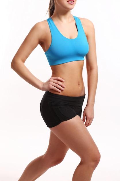 El cuerpo de la mujer en ropa deportiva Foto gratis