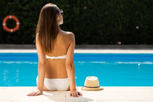 Cuerpo recreación hermosos agua soleado Foto gratis