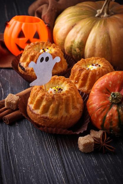 Cupcakes de calabaza de halloween Foto Premium