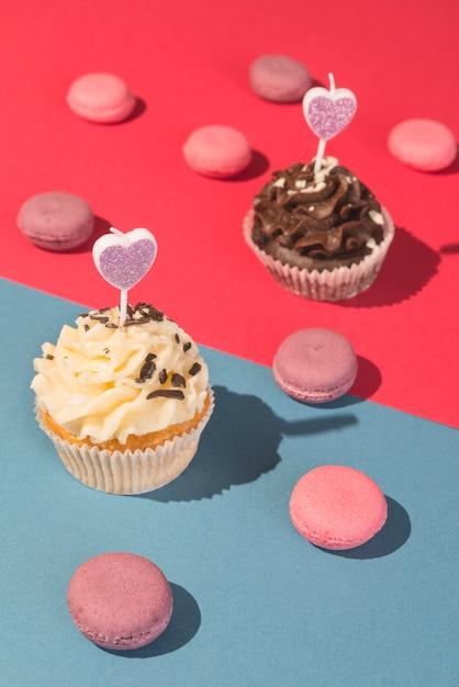 Cupcakes y macarons Foto gratis