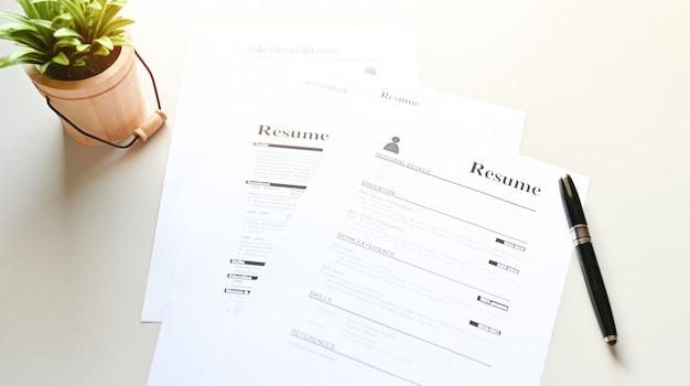 Curriculum vitae en la mesa de office business Foto Premium