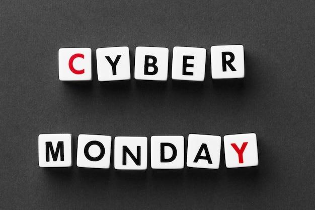 Cyber monday escrito con letras de scrabble Foto gratis