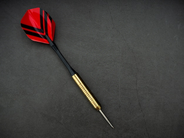 Dart arrow con tablero en granito negro Foto Premium