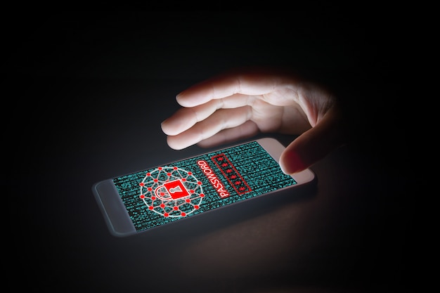 Datos con el icono de candado, texto de contraseña y pantallas virtuales en el teléfono inteligente. Foto Premium