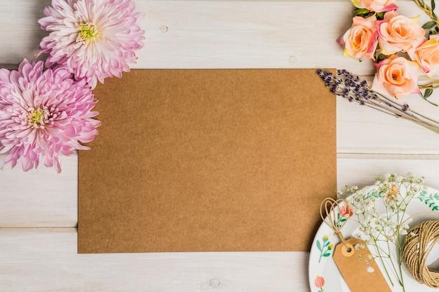 Decoración de cartón de en blanco Foto gratis