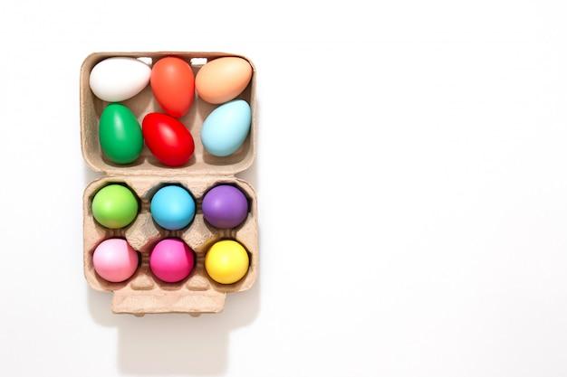 Decoración colorida del huevo de pascua. concepto de la temporada de primavera. feliz pascua. Foto Premium