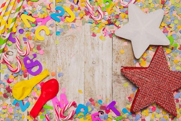 decoracin de fiesta con bastones de caramelo estrellas y globos foto gratis