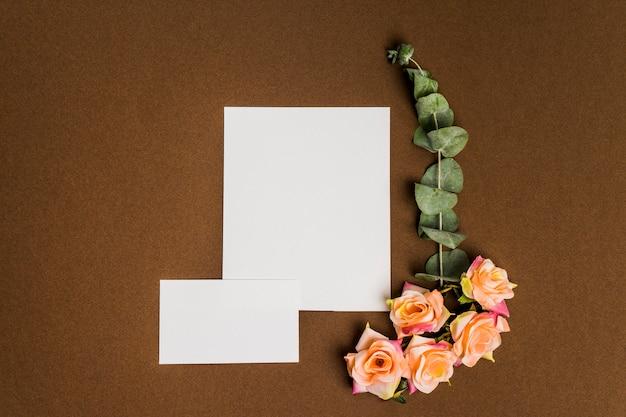 Decoración hermosa floral con hojas de papel Foto gratis