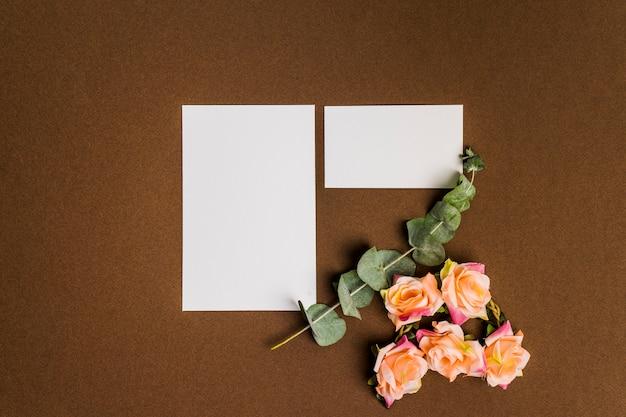 Decoración linda floral con hojas de papel Foto gratis