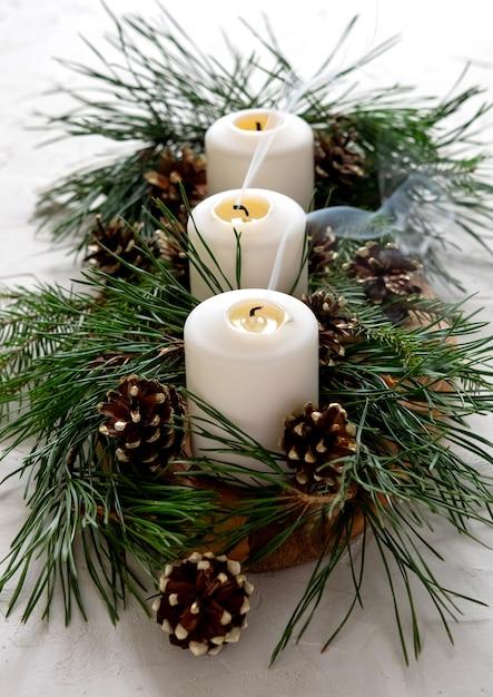 Decoración de navidad en la mesa. Foto Premium