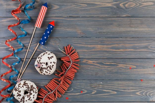 Decoración y pasteles para el día de la independencia. Foto gratis