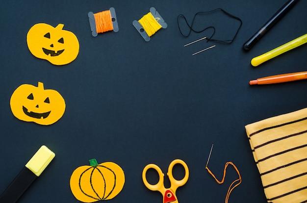 Decoraciones de halloween, artículos de costura, fabricación de calabaza textil, artesanía hecha a mano. Foto Premium