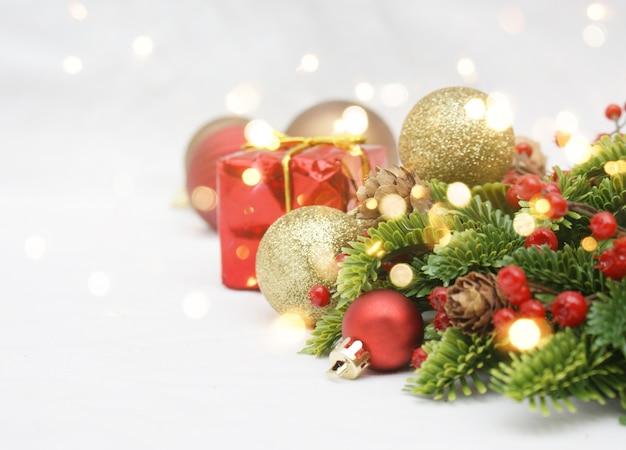 Decoraciones navide as y luces bokeh descargar fotos premium - Decoracion navidena para comercios ...