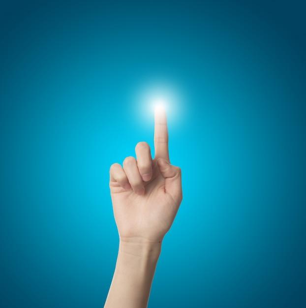 Dedo tocando una luz Foto gratis